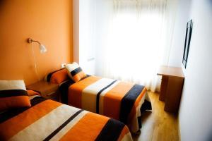 A bed or beds in a room at Apartamentos la Pasarela