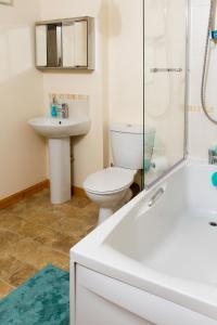 A bathroom at East Beach Apartment
