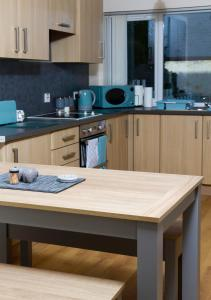 A kitchen or kitchenette at East Beach Apartment