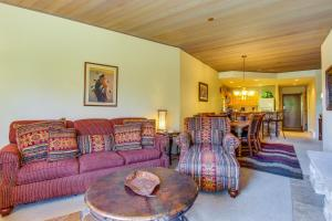 A seating area at Eolus Lodge