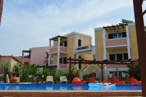 The swimming pool at or close to Irides