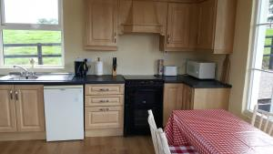 A kitchen or kitchenette at The Stable Lodge Cannaway House