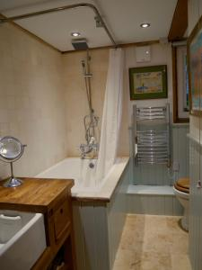 Bagno di Wayside Cottage