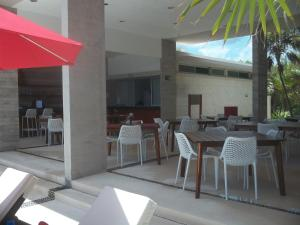 A restaurant or other place to eat at Luxurious Ocean Villa - Steps to Akumal Beach