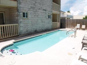 The swimming pool at or near Beverly Condos #0003