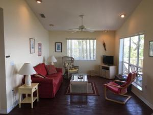 A seating area at Seahorse Landing #503 Gulf Front Vacation Condo