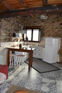 A kitchen or kitchenette at Casa do Conto