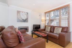 A seating area at Stunning two bedroom Apartment