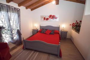 A bed or beds in a room at Il Tremarino