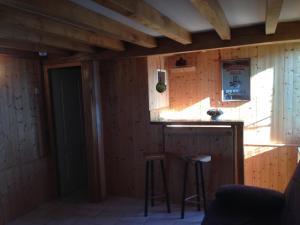A kitchen or kitchenette at La Maison du pecheur