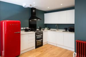 A kitchen or kitchenette at Union Street Apartment