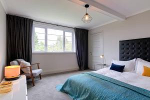 54 Buchanan Gardens tesisinde bir odada yatak veya yataklar