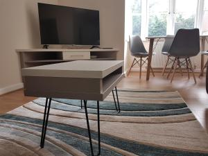 A television and/or entertainment center at Room and Roof Southampton Serviced Apartments