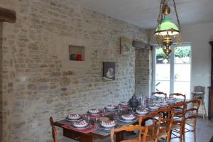 Restaurant ou autre lieu de restauration dans l'établissement Manoir de l'Oseraie