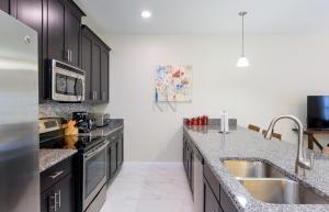 Cuisine ou kitchenette dans l'établissement Four Bedroom Brier Rose Holiday Home 10