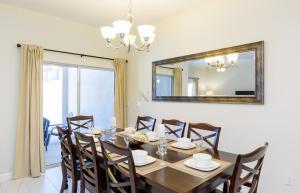 Restaurant ou autre lieu de restauration dans l'établissement Four Bedroom Brier Rose Holiday Home 10