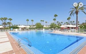 The swimming pool at or near Bungalow Los Albaricoques