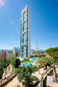 A view of the pool at Benidorm Sky or nearby