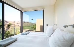 A bed or beds in a room at Salobre Villas Deluxe