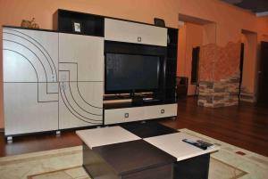 Телевизор и/или развлекательный центр в Сити Центр VIP Апартаменты