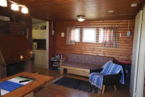 A seating area at Koivuniemi Cottage