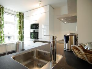 A kitchen or kitchenette at Spacious 3 bedroom apt. Pijp area
