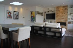 A seating area at High-End 2 bedroom Penthouse Flat in West London