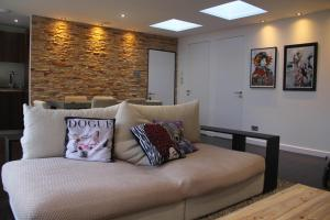 A bed or beds in a room at High-End 2 bedroom Penthouse Flat in West London