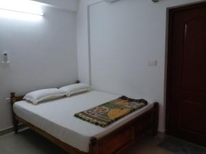 A bed or beds in a room at Happy Stay