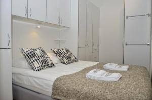 A bed or beds in a room at One bedroom apartment in Oslo, Industrigata 40 (ID 6827)