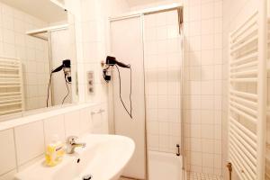 Ein Badezimmer in der Unterkunft Haus & Villa Strandidyll by Rujana