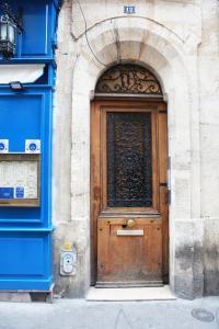 De façade/entree van Latin Quarter - Notre Dame apartment