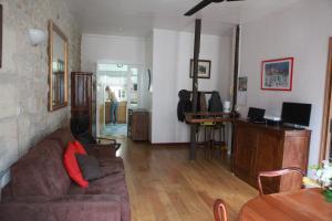 Een TV en/of entertainmentcenter bij Latin Quarter - Notre Dame apartment