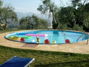 The swimming pool at or near La Mi Nonna