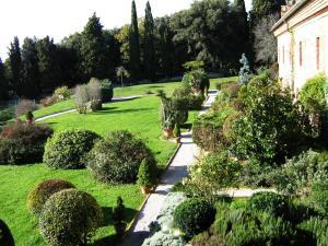 A garden outside Armonie del Chianti