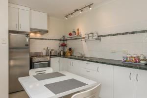 A kitchen or kitchenette at Moonrise View Apartment