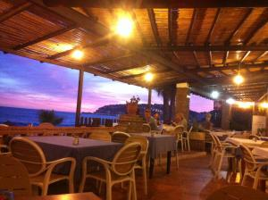 A restaurant or other place to eat at Casa Mariana