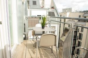 A balcony or terrace at Hotspot Apartments Westbahnhof