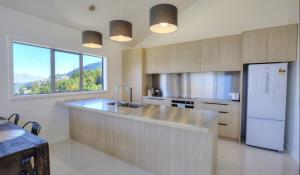 A kitchen or kitchenette at 41 Middleton Road