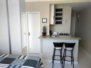 A kitchen or kitchenette at Studio Atlântica Vista para o Mar