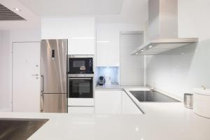 A kitchen or kitchenette at Torre de Madrid Executive - MADFlats Collection