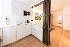 A kitchen or kitchenette at Downtown Boutique - MADFlats Collection