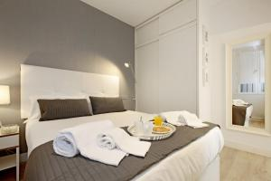 A bed or beds in a room at Atocha Hub - MADFlats Collection