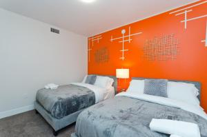 A bed or beds in a room at Popular Hollywood Blvd Superstar Suite