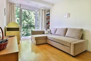 A seating area at Portofino Apartment