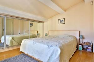 A bed or beds in a room at Portofino Apartment