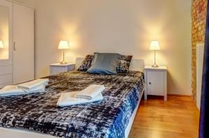 A bed or beds in a room at New York Loft in Budapest
