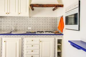 A kitchen or kitchenette at Villa Ulivo