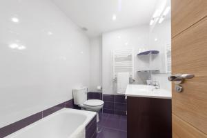 A bathroom at Piso con garaje en Avenida de América.