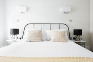 A bed or beds in a room at The Soho Studio - Modern & Central 2BDR
